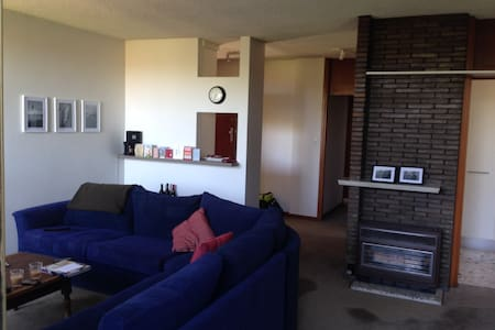 This is a spacious 2 bedroom apartment in the beautiful suburb of Elwood. It is both 1 minute walk to the beach and the Elwood shopping district.  The house features two large bedrooms, great living area with large 5 seater couch.