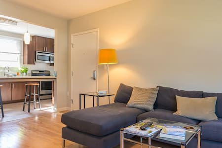 We love our Venice sanctuary, and we know you will too! We are hosting our guest bedroom w/ your own bathroom all brand new, stylish and comfy & just a few mins drive or bike to VENICE BEACH and the CANALS w/ Whole Foods just a few blocks a way.