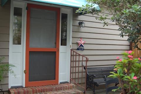 Cozy Cottage Downtown Summerville