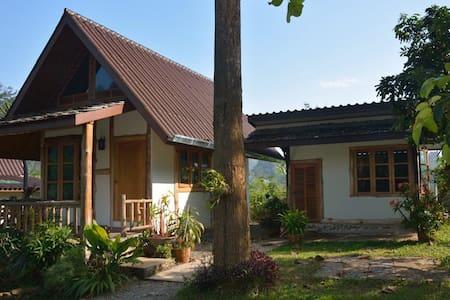 At Home Chiang Dao Resort - Tambon Chiang Dao - Kulübe