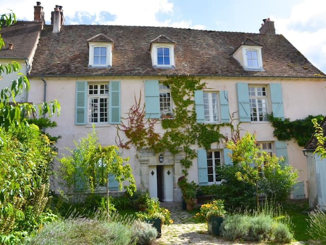 Charming historic family home - Neauphle-le-Château - Hus
