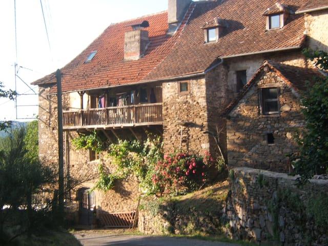Gîte de charme dans le Lot - Gagnac-sur-Cère - House