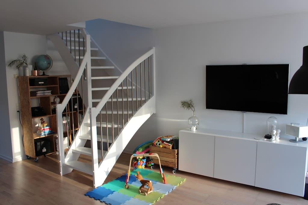 Stuen med trappen op til første sal