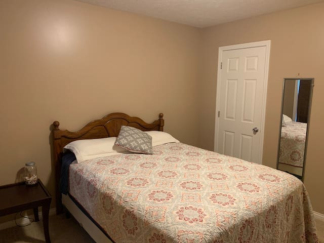 Quiet place close to Airport (EVV)