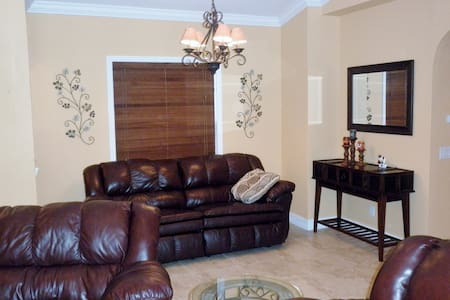 3 bed 2 bath pool home in Naples - Naples