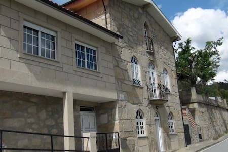 Casa do Reis - Aluga Quartos - Cerva