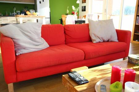Comfy couch, 8 mins from airport - Eindhoven