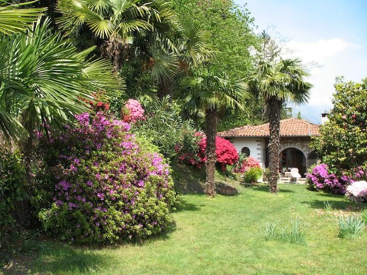 Haus + Garten mit traumhaftem Blick auf den Lago