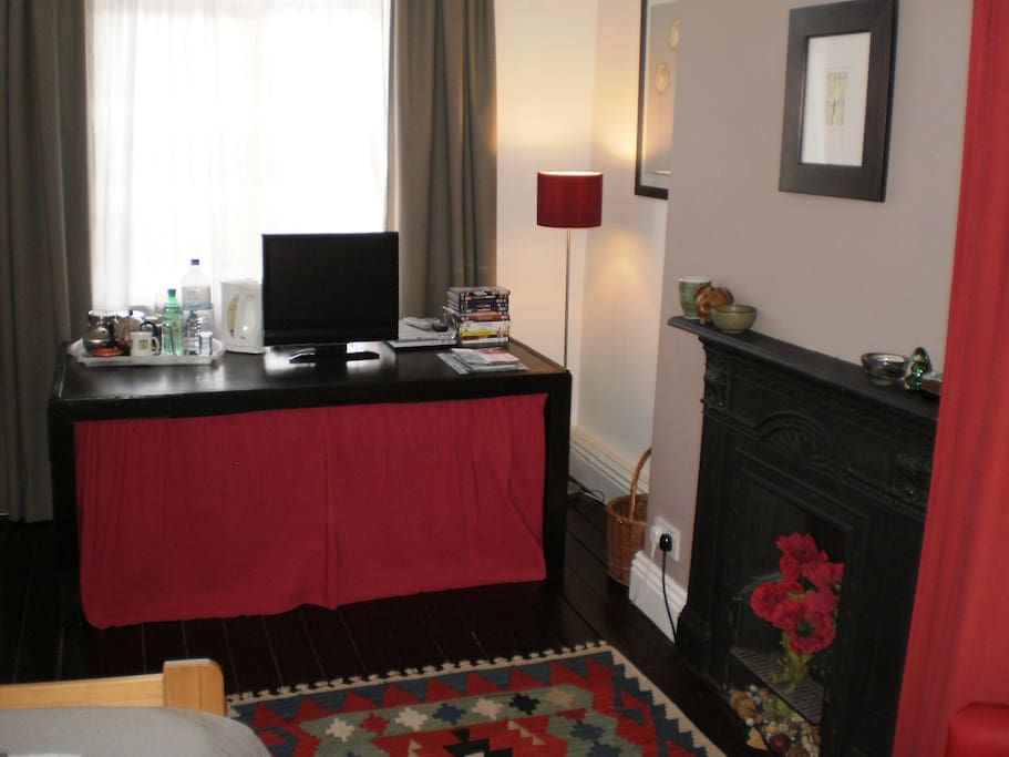 cosy single room with desk