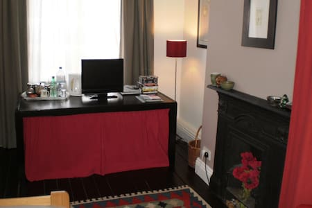 Cosy Single Room 10 mins bus-city - Leeds - House