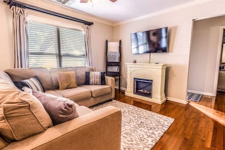 South Huntville Condo with Pool Access