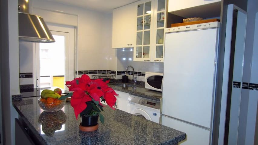Modern and bright flat, 3 br, WiFi - Madrid - Appartement
