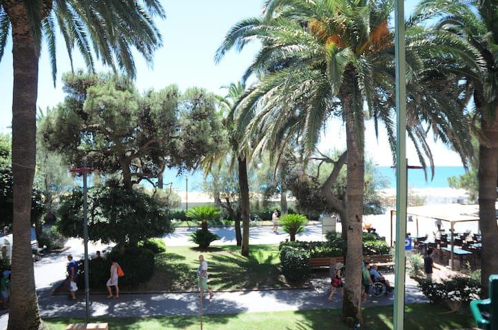 Piccolo angolo di paradiso - direttamente sul mare - Finale Ligure
