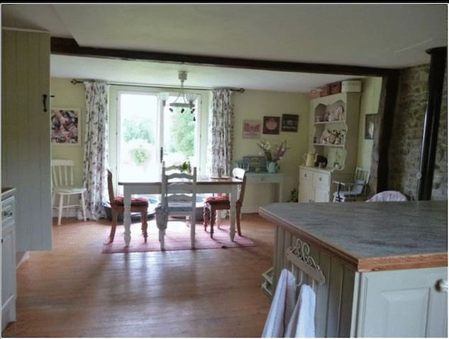 Charming Stone Country House - Saint-Vigor-des-Monts - Huis