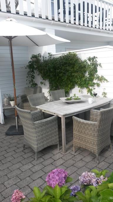 Skøn solrig terrasse.