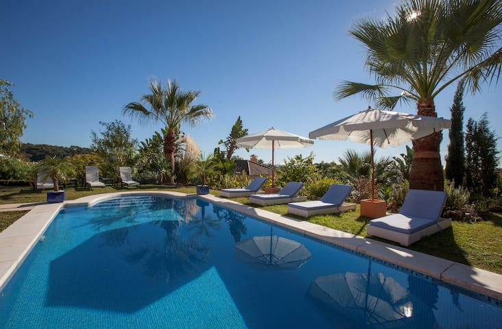 MARBELLA-EXCLUSIVE 6 BEDROOM VILLA