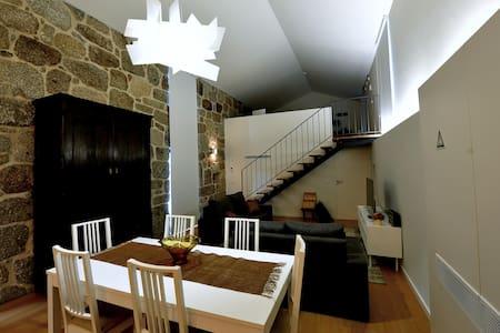 Loft moderno: Casa Tomilho - Estorãos