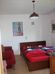 Pretty Room with own Bathroom near Messe - Keulen - Huis