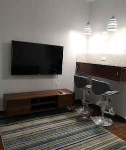 Modern & cozy studio unit in the heart of QC!
