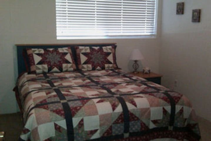 Ponderosa Lane B&B-Americana Room - St Maries - Bed & Breakfast
