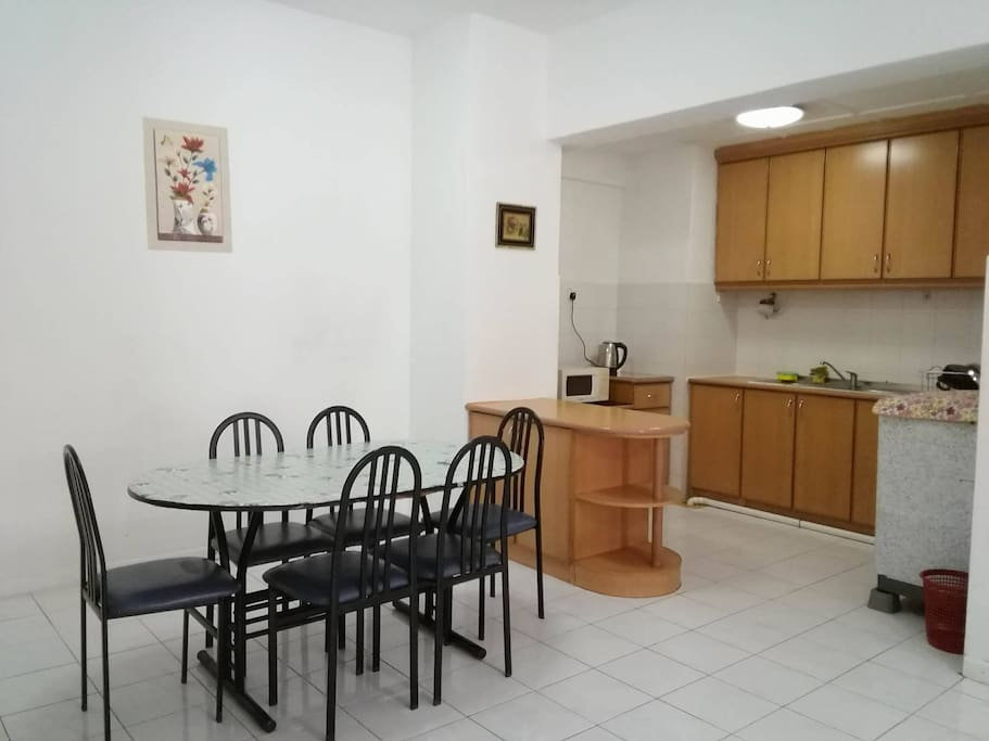 shared kitchen and dinning area 共享廚房和飯廳