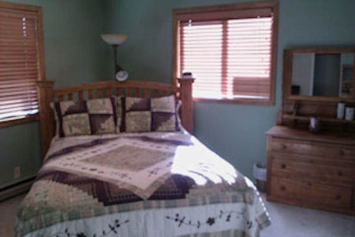 Ponderosa Lane B&B- Scenic Room - St Maries - Bed & Breakfast
