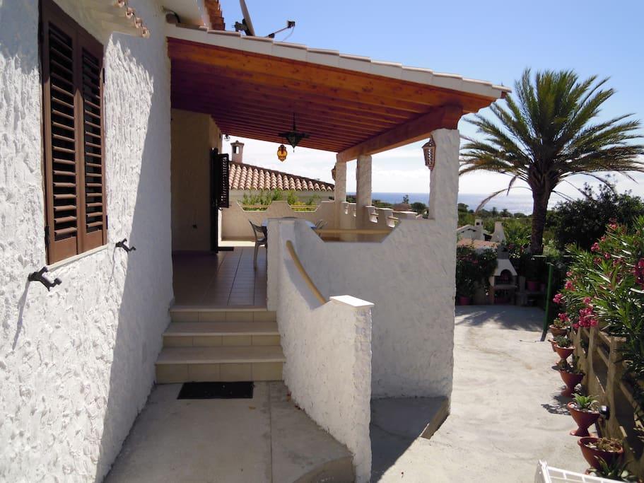 wundersch ne villa mit meerblick h user zur miete in costa rei sardegna italien. Black Bedroom Furniture Sets. Home Design Ideas