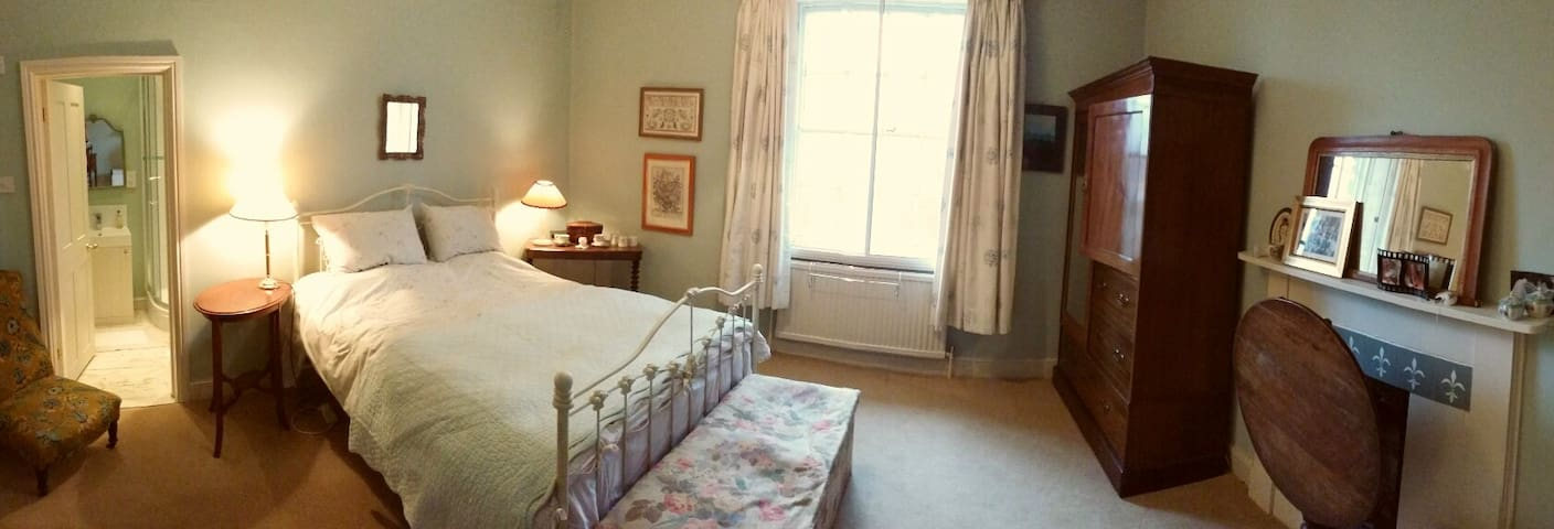 Spacious Double Room with Ensuite - Dorsington - Bed & Breakfast