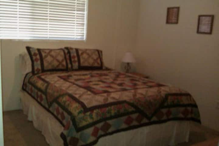 Ponderosa Lane B&B-Country Room