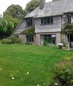 Quiet sunny room in rural location - Totnes - House