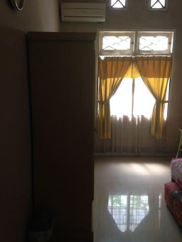 Comfortable Room with Cozy Neighborhood - Gayungan - Leilighet