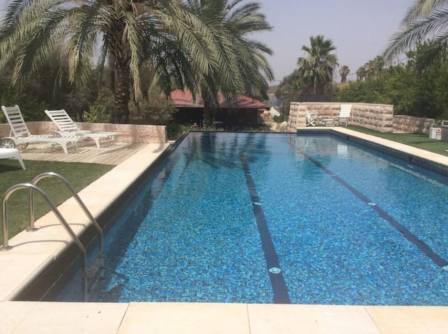 Cozy privet unit ensuite with swimming pool - Kfar Uria - Blockhütte
