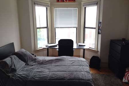 Large Master Bedroom and Private Bathroom - San Francisco - Apartment