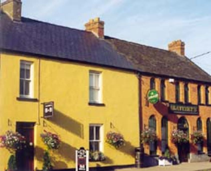 Slatterys pub and guesthouse bed breakfasts te huur in for Garden rooms limerick