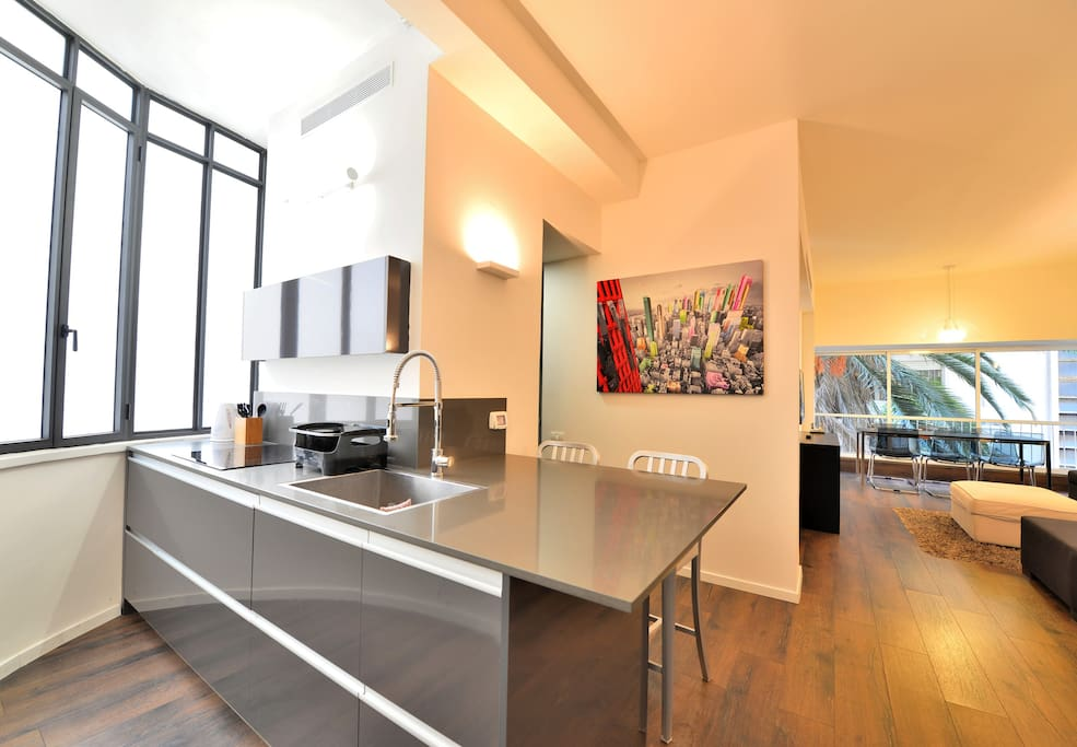 Fully equipped kitchen with a dining bar.