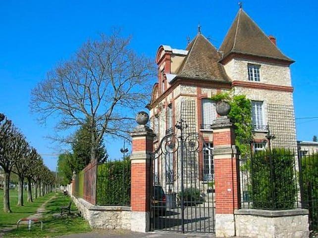Demeure de charme - Moret-sur-Loing - Haus