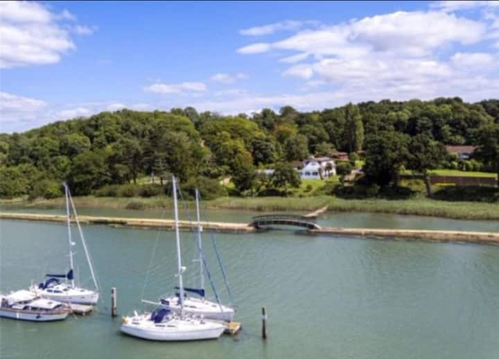 Waterside Escape - River Hamble