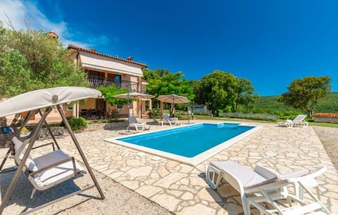 Holiday house with large courtyard and olive grove