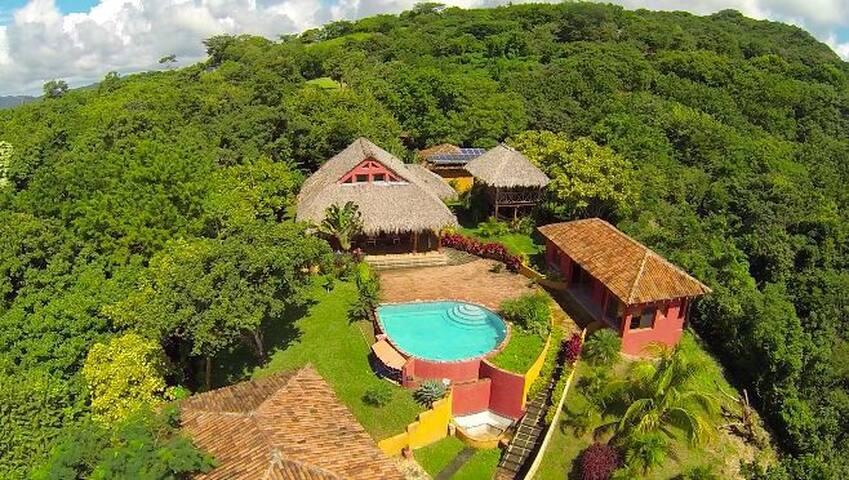 BV Casa Roja una Reserva Natural en el Paraiso.