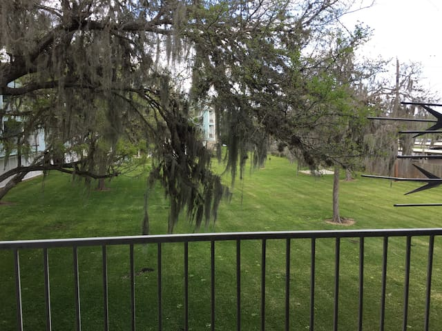 Cozy Waterfront Condo near NASA - Houston - Byt