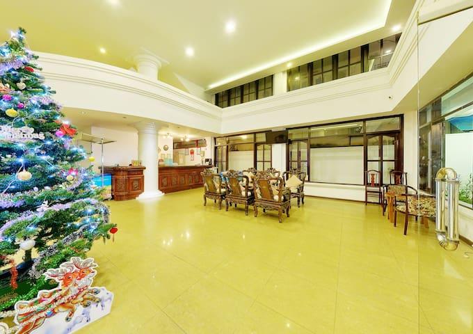 Lobby, Reception