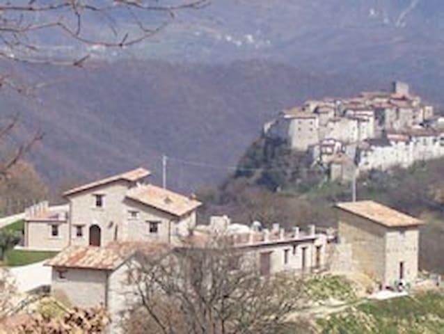 Appartamento in centro storico. - Longone Sabino
