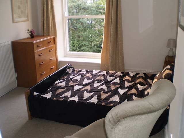 Spacious ensuite double - Dewsbury - Hus