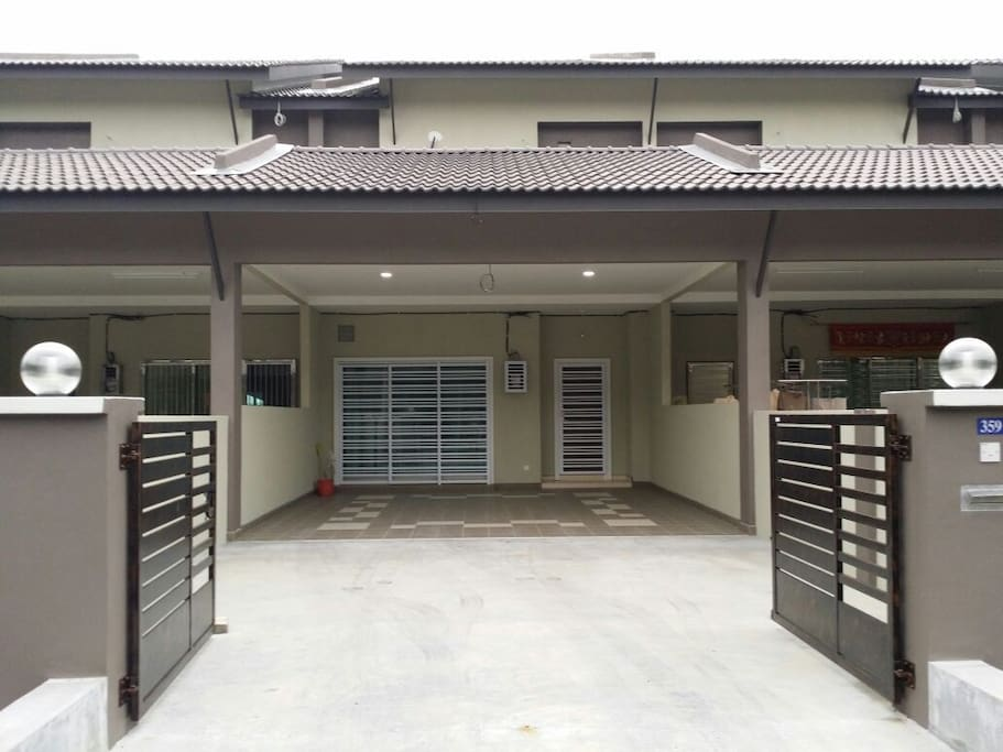 Porch for 4 cars or for BBQ night