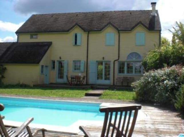 Maison de bois avec piscine - Mellecey - Casa