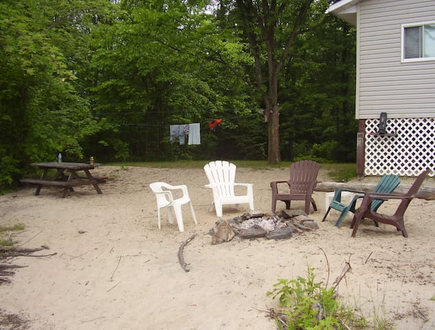 Cottage 45 min from Ottawa - quyon - Srub