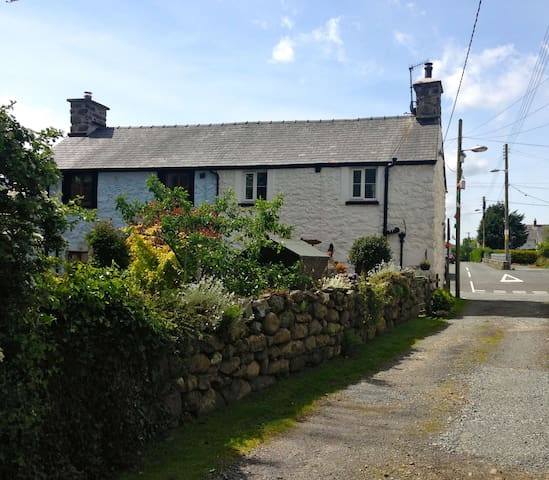 Semi Detached Cottage in Snowdonia - Llanuwchllyn - Casa