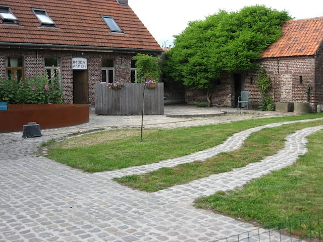 """Den Akker"" (""The Field"")  - Oudenaarde/ Welden - Hus"