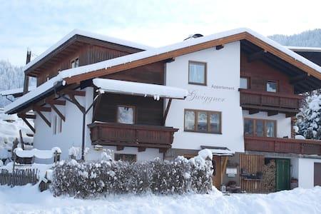 Appartement mit Balkon - Niederau - Hus
