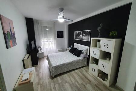 Habitación en Parla :) // Room in Parla